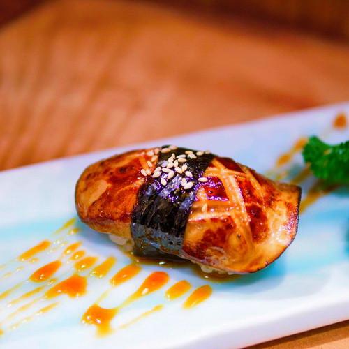 Foie gras nori sushi.jpg