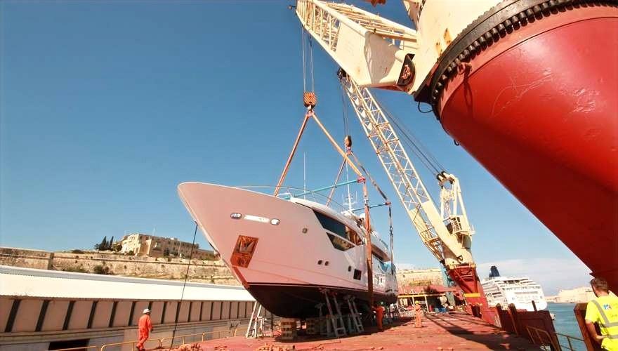 Loading Yacht