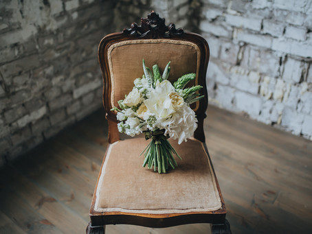 Five things to think about when choosing your wedding bouquet.
