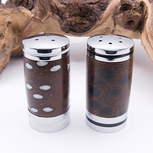 Salt & Pepper Shakers / Salière et poivrière