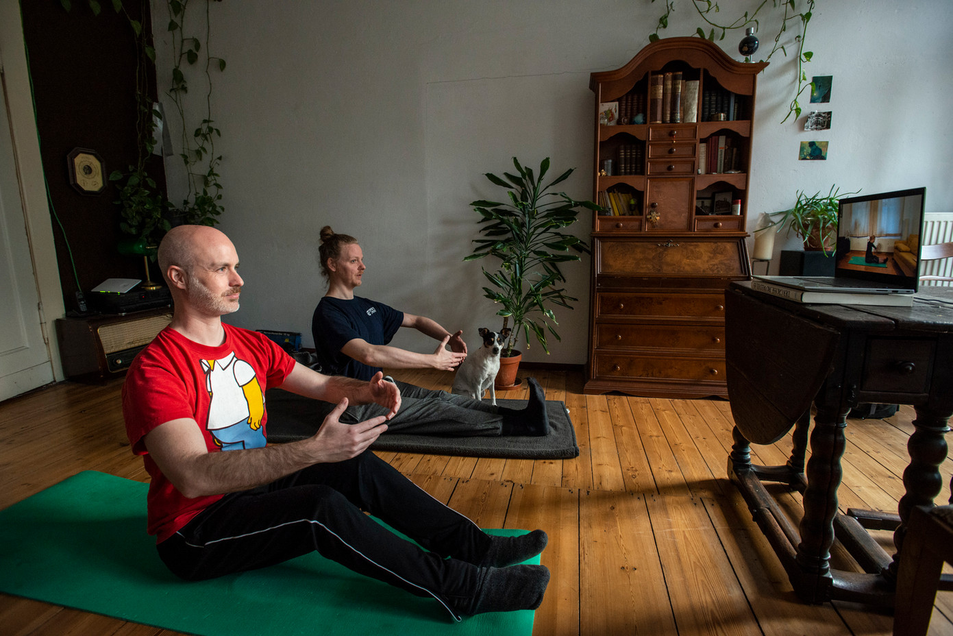 Stephan und Ferdinand beim Pilates, Neukölln  © Marcus Lieberenz/bildbuehne.de