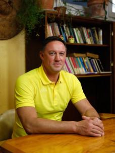 Sergey Karpov, 50 ans, est chief engineer et seul russe à bord du chimiquier HAPPY PELICAN. Arrivé dans la matinée, le cargo repart le soir même.