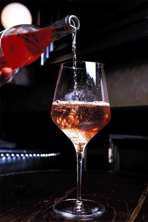 pahar cu vin rose