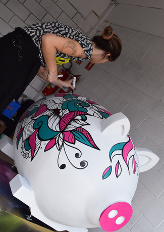 99 TAXI   PIG PAREDE