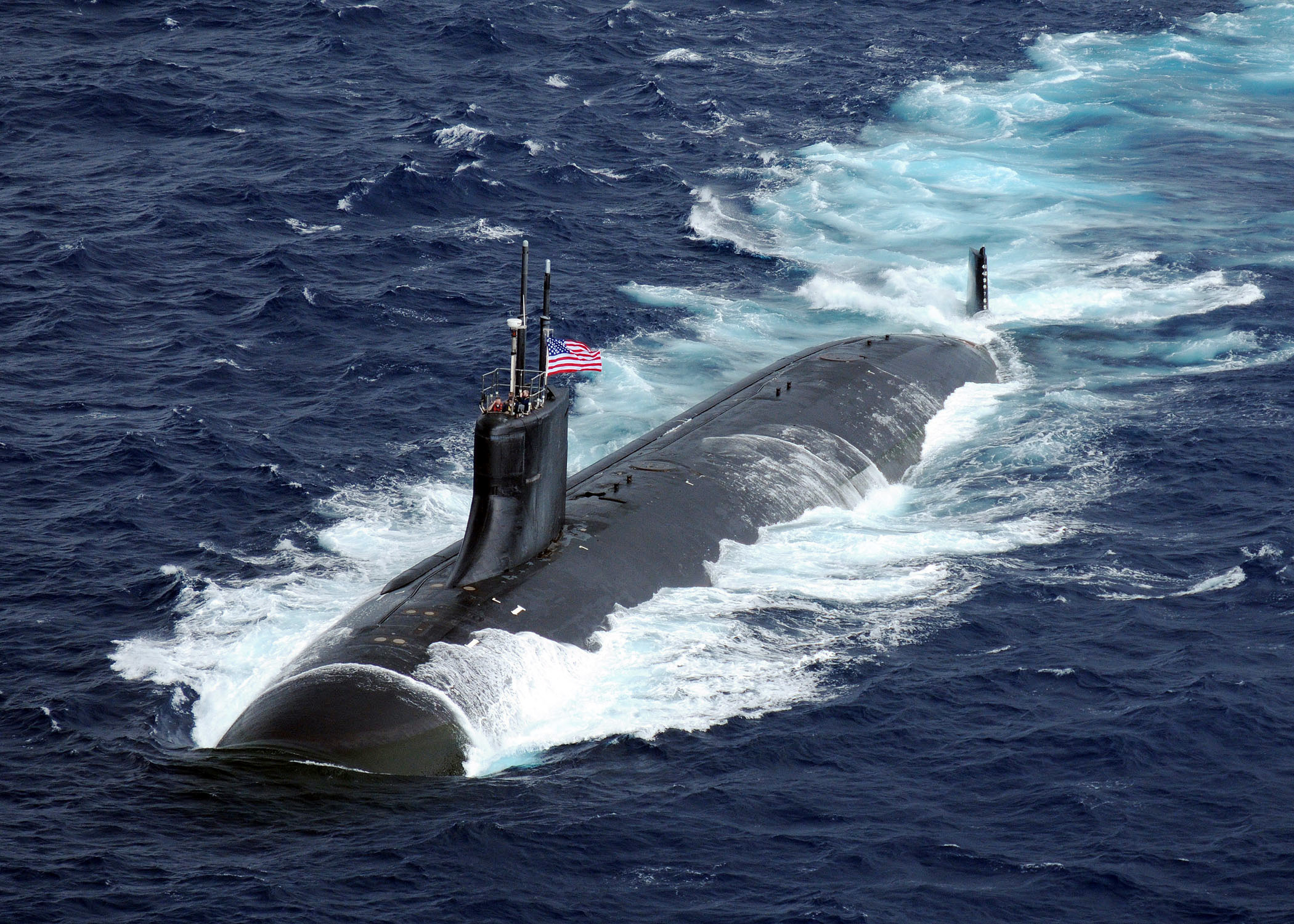 US_Navy_091117-N-6720T-373_The_Seawolf-class_attack_submarine_USS_Connecticut_(SSN_22)_is_underway_i