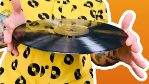 How To Handle A Vinyl Record Without Touching The Grooves