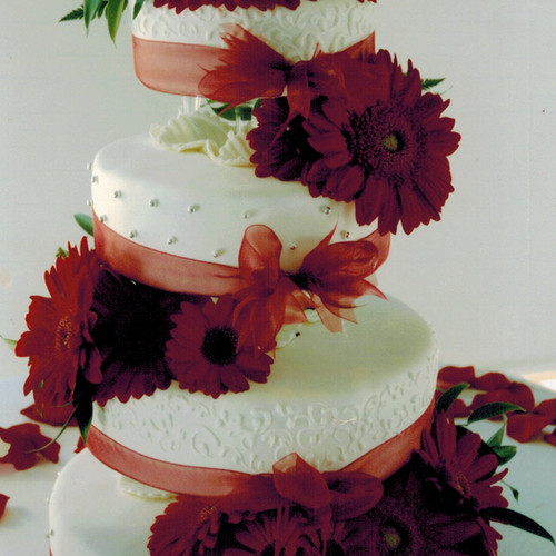 Fresh Flowers- Daisies Wedding Cake