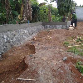 Pembangunan Tembok Keliling