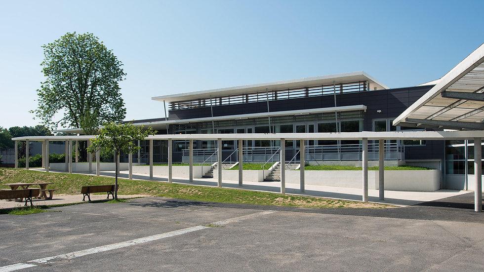 Photo de l'extérieur de la demi-pension du Collège de Vinci à St Thibault des Vignes