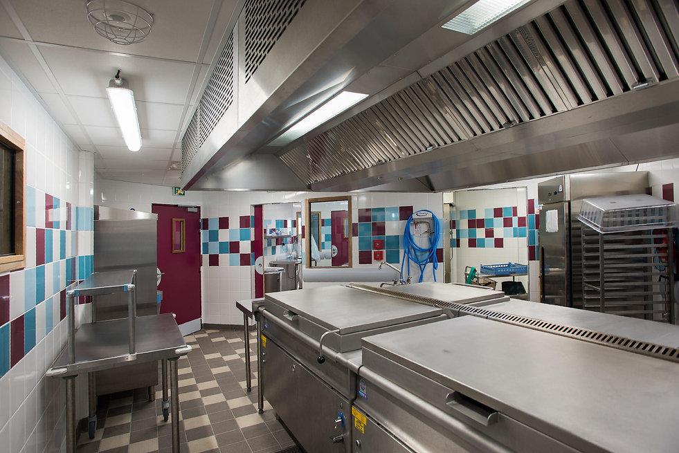 Photo de la cuisine de la demi-pension du Collège de Vinci à St Thibault des Vignes