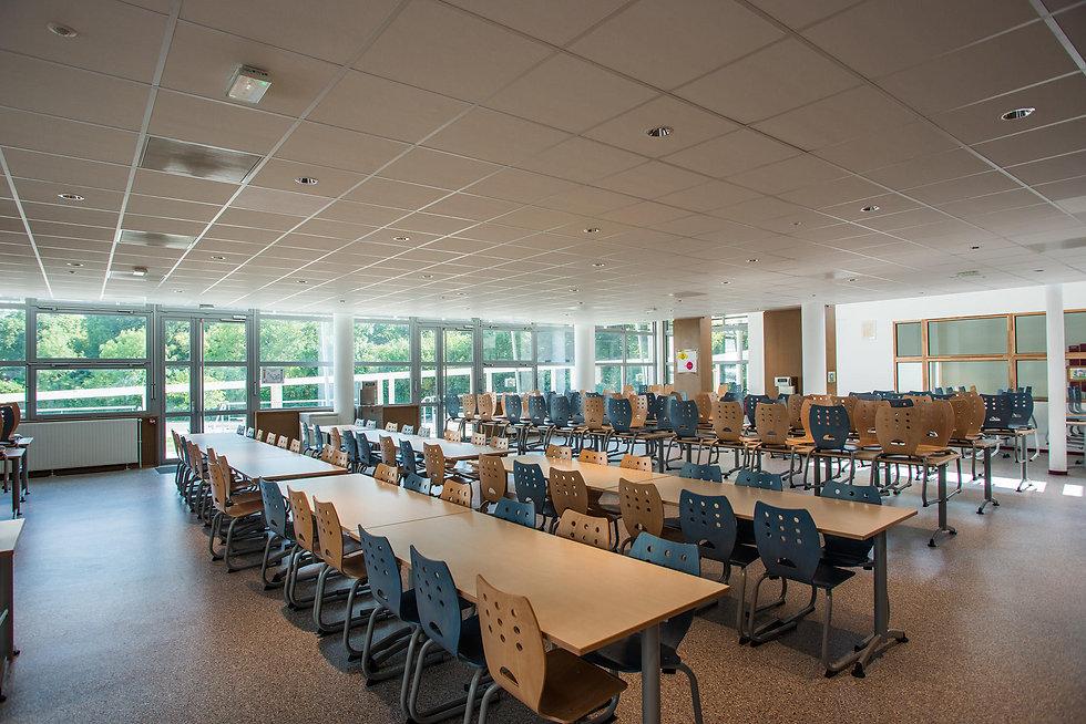 Photo de l'intérieur de la demi-pension du Collège de Vinci à St Thibault des Vignes