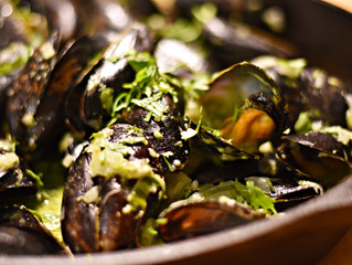 Whole 30 Thai Green Curry Mussels