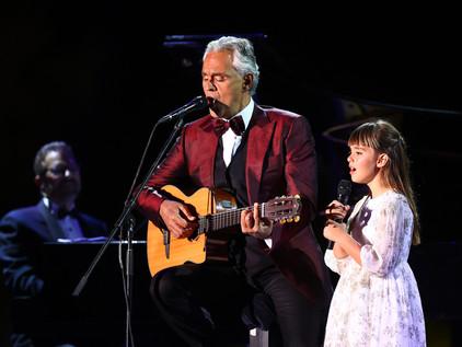 مغني الأوبرا العالمي أندريا بوتشيلي يحيي حفلاً في العلا وإعلان مزاد على جيتاره
