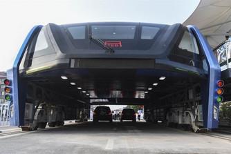 Тестирование первых надземных автобусов в Китае