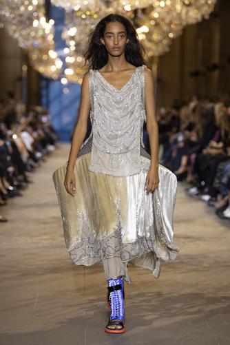 Показ Louis Vuitton в Лувре