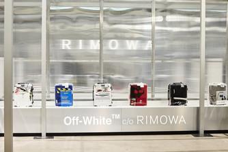 RIMOWA и OFF-White. Прозрачные чемоданы - это круто.