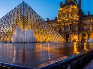 Fountain and Pyramide du Louvre, Paris, France
