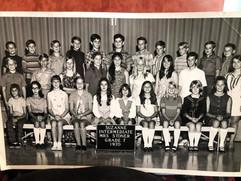 Suzanne 7th graders 1970.jpg