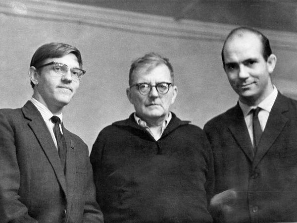 Дмитрий Наговицын, Дмитрий Шостакович и Вадим Биберган в коттедже №20. Фотограф - Г. Панфилов.