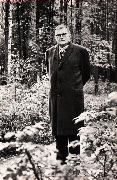 Дмитрий Шостакович на отдыхе под Ленинградом, 1963 год.