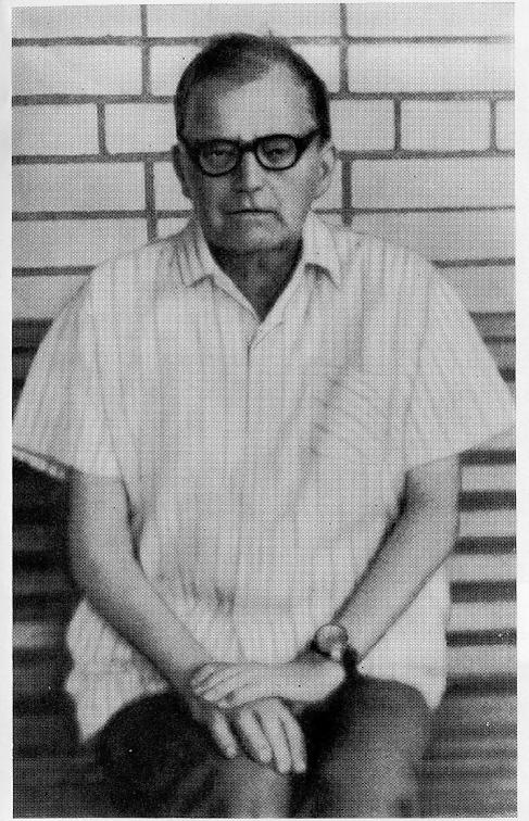 Шостакович в Репино, около столовой. 1971 год.