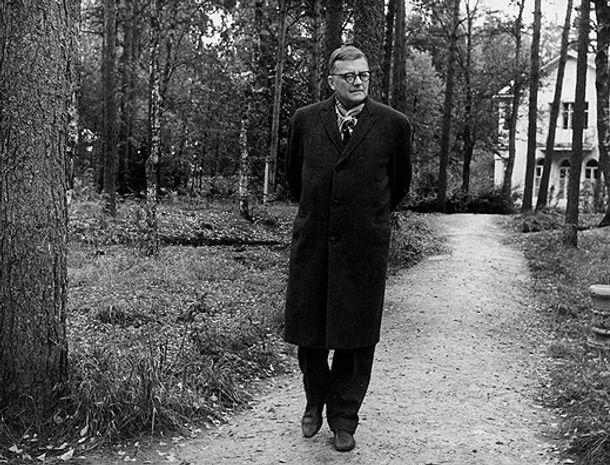 Дмитрий Шостакович на отдыхе под Ленинградом, 1963 год. Фото Александр Коньков ТАСС
