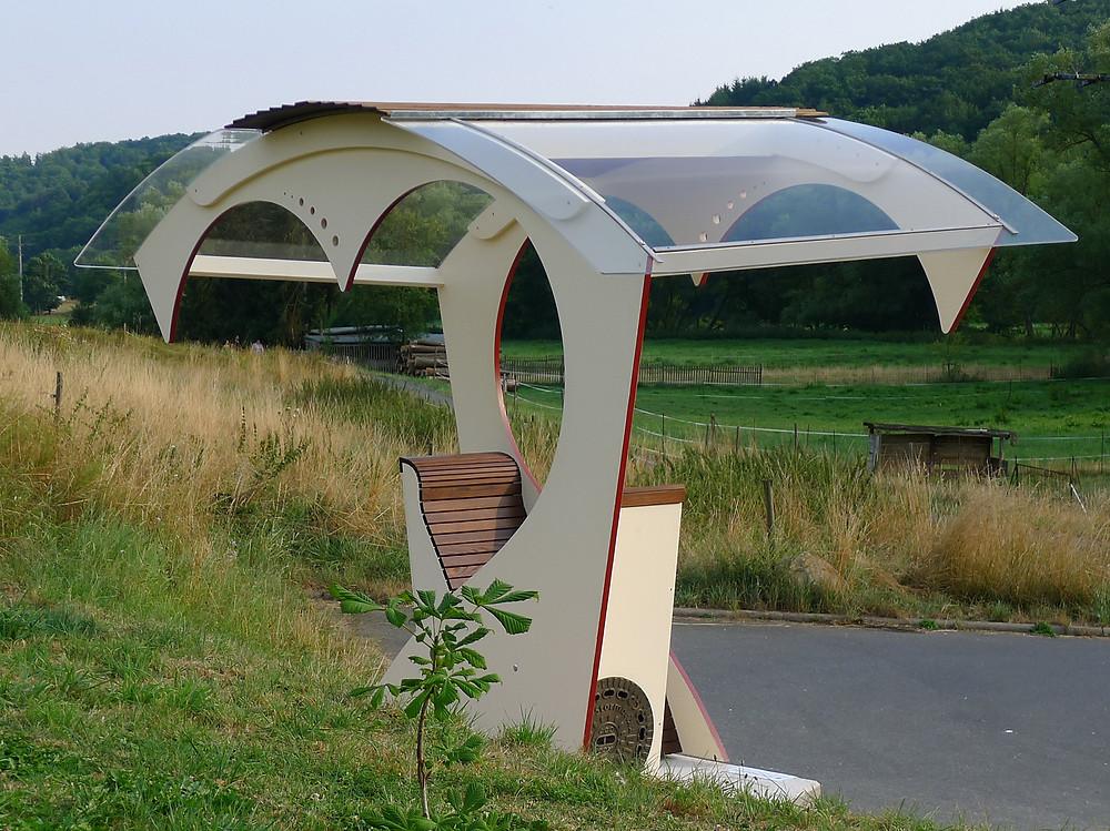 Ein magischer Ruhepunkt in der Landschaft des Aartals, geschaffen von Jürgen Kallisch, Schneidermeister mit viel Leidenschaft und Hingabe aus Aarbergen-Michelbach