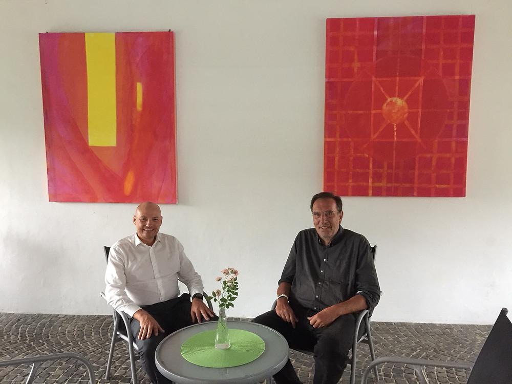 Jedes Interview braucht eine Pause. Josef Urban (links) und Wolfgang Erk zu Gast bei Peteratzinger-Publishing Marketing & Medien in Gnadenthal