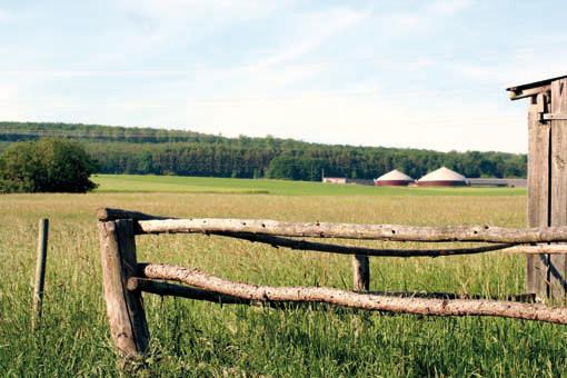 Titelbild der Ausgabe 2012 der Bürgerinformation Hünfelden. Die Biogasanlage in Hünfelden-Kirberg.