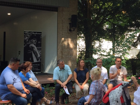 Dialog am Dorfplatz