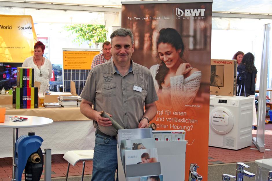 Heizungs- und Sanitärfachmann Rainer Petri aus Hohenstein ist sehr zufrieden mit der Resonanz an seinem Stand auf der Gewerbeschau in Aarbergen 2016