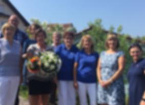 Leitung und Geschäftsführung sowie Mitarbeiterinnen und Mitarbeiter der Diakoniestation Brechen gratulieren Evelyn Fremdt zum 20-jährigen Dienstjubiläum.