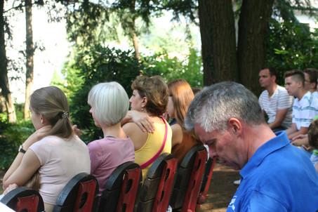 Zuhörerschaft im Kurpark Bad Camberg bei