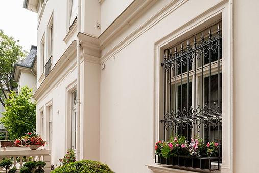 Einbruchschutz für Fenster und Türen, mit Fenstergitten, Gittertüren, Vergitterungen, Spezialschlösser, Gitterrostsicherungen