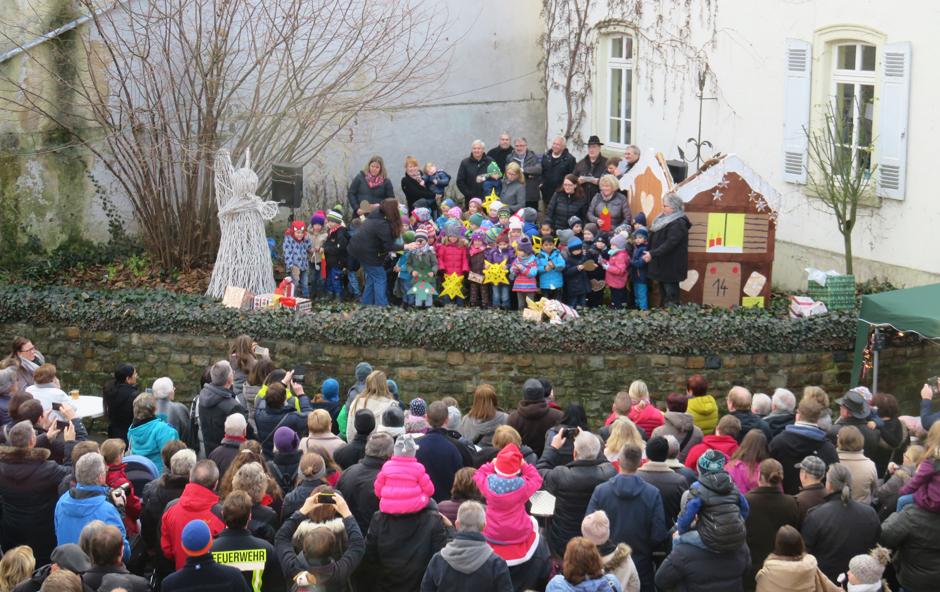 Aktionsbühne beim jährlichen Winterzauber, immer am 3. Advent in Hünfelden-Kirberg.