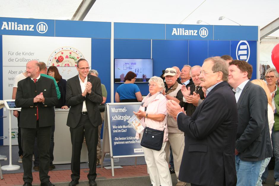 Aarbergens Bürgermeister Udo Scheliga und Hessens Innenminister Peter Beuth bei der Eröffnung der Gewerbeschau in Aarbergen.