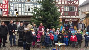 Weihnachtsmarkt auf dem Marktplatz in Ba