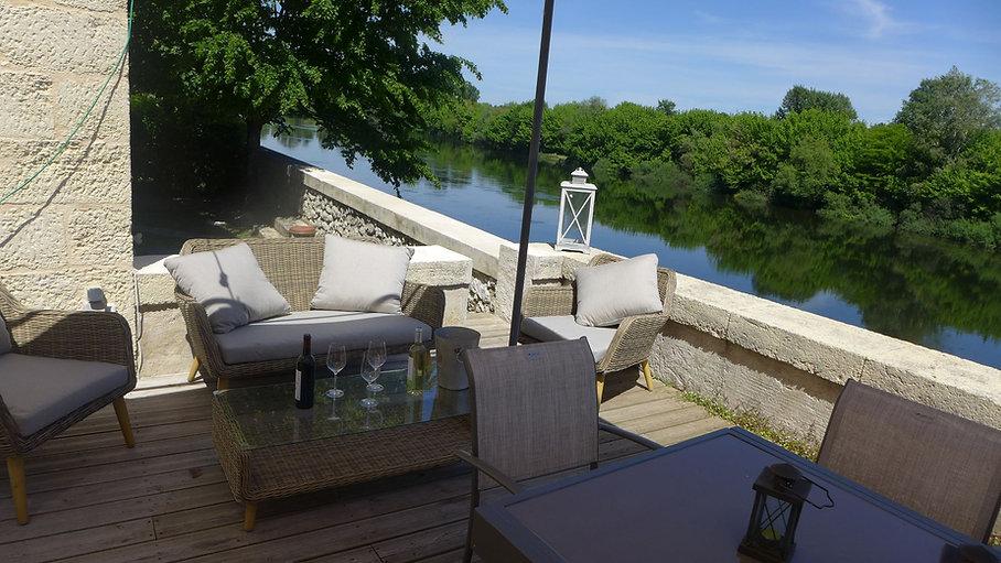 Ygeia terrasse sur le Dordogne