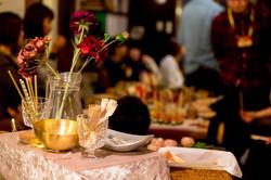 ワインレッドをテーマカラーに、お花やテーブルをコーディネート。