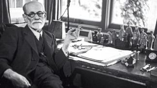 A COLEÇÃO DE TALISMÃS DO DR. FREUD
