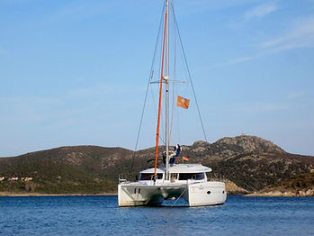Katamaran_Yoga-and-Sail_Südsardinien.jpg