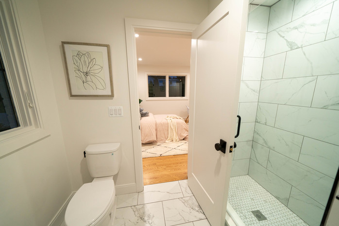 33a.Bathroom copy.jpg
