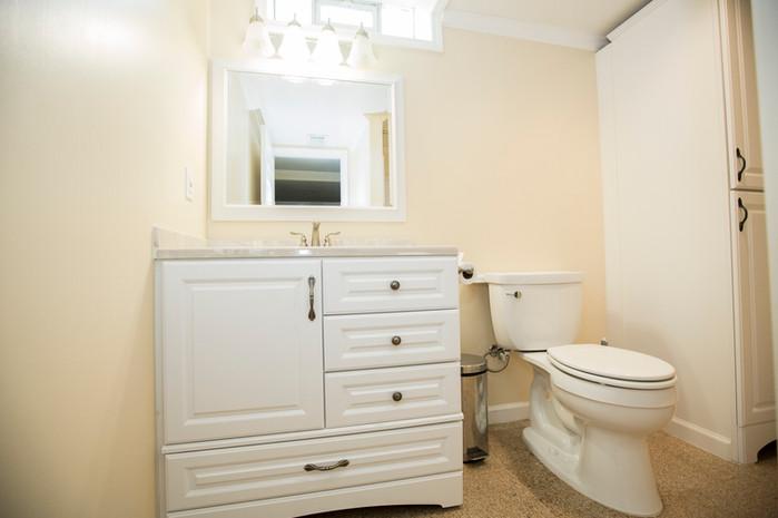 15 Full Bathroom copy.JPG