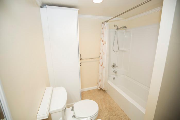 16 Full Bathroom copy.JPG