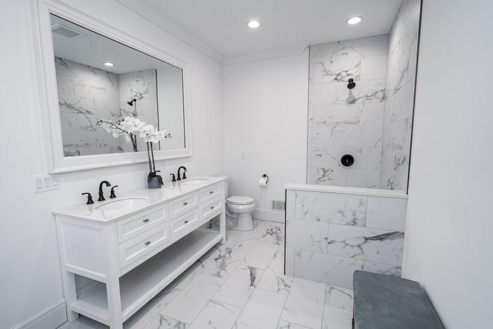 1071 - First Floor Master Bathroom
