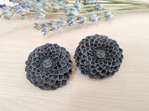 Black chrysanthemum stud earrings