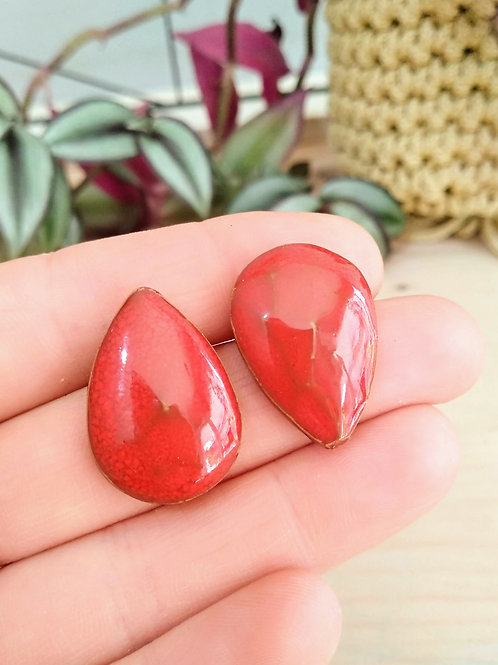Red gems stud earrings