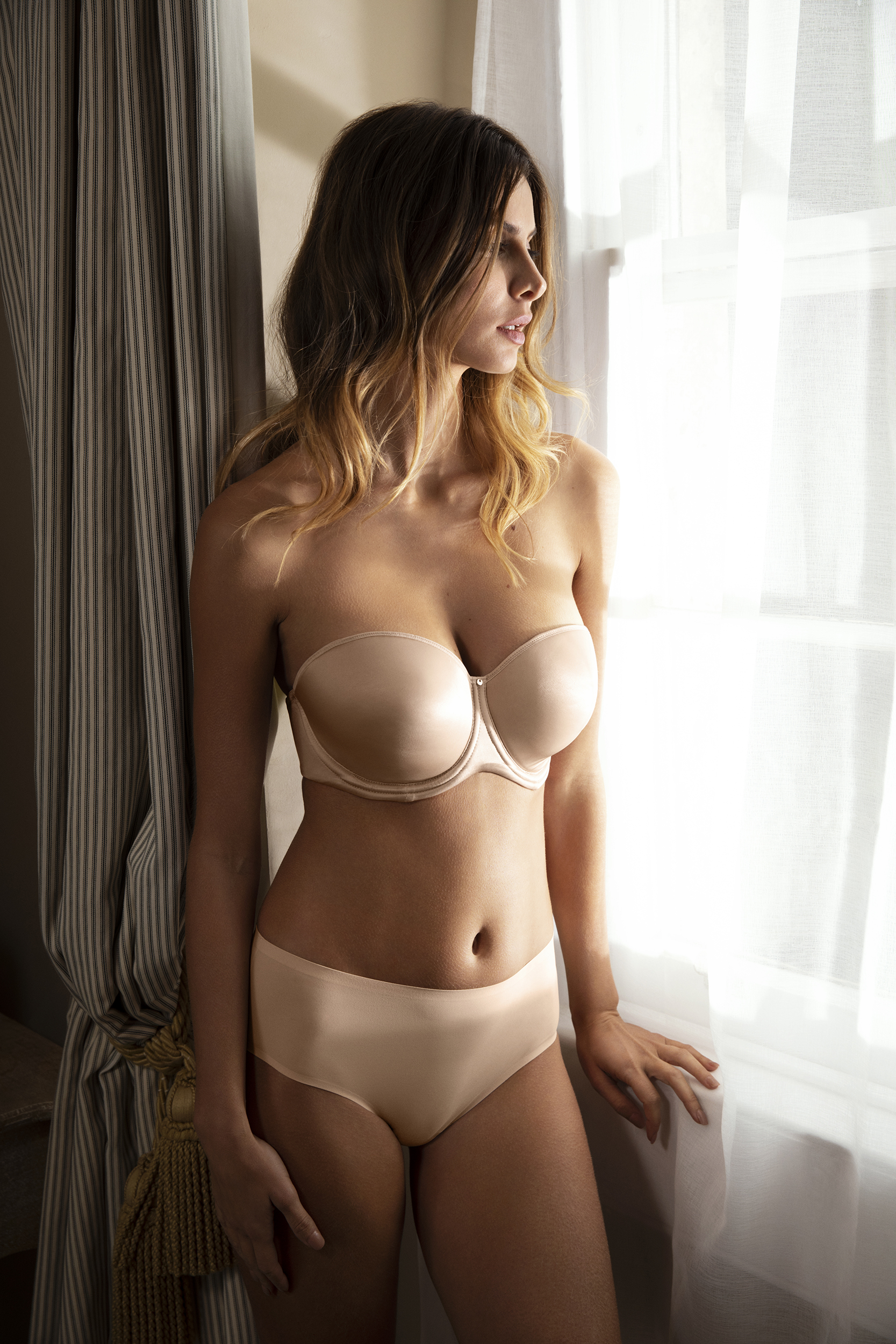 AURA strapless