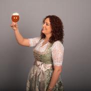 Irina mit einem Fächerbräu Bio-Festbier