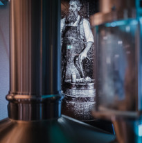 Bier und Kunst - Symbolbild eines Schwar